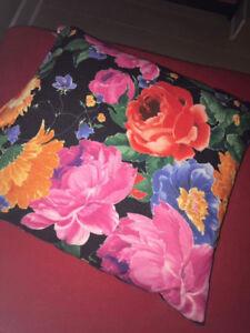 Coussins décoratifs, fleurs, vert - decorative pillows, flowers