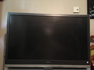 TV 50 pouces Wega Sony (2009) + meuble TV + DVD