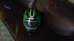 GMAX FULL FACE HELMET PERFECT SHAPE NO SCRATCHES OR TEARS
