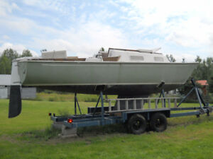 Sailboat - Hinterhoeller HR-25 - Sloop - Double Axle Trailer