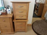 2x solid oak bedside cabinets/tables