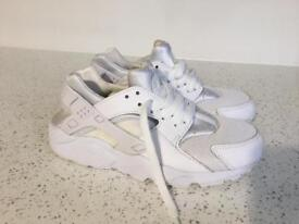 Girls genuine Nike Huaraches UK size 4
