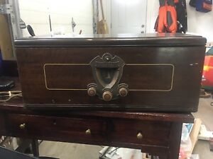 Antique Victor Radiola Tube Radio Circa 1928