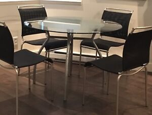 Table verre + 4 chaises , inox moderne impeccable