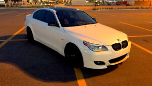 GORGEOUS WHITE 07 BMW 525i..MINT CONDITION!!..LOW KMS!!