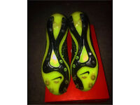 BRAND NEW MAGISTA FOOTBALL BOOTS