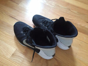 NIKE PRIME HYPE  SHOES (size 12)