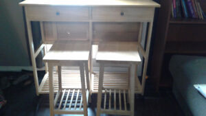 Kitchend table & two stools