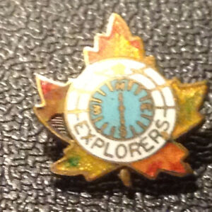 Birks Canadian Maple Leaf Starburst Gold Tone Brooch Pin Vintage