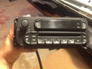 FACTORY CD PLAYER STERIO from 2005 DODGE CARAVAN
