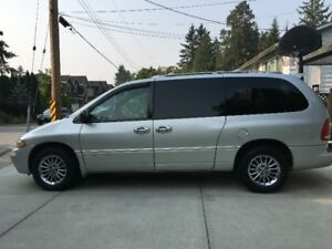 2000 Chrysler Town & Country Minivan, Van