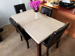 Stunning Kitchen Table with 4 Chairs
