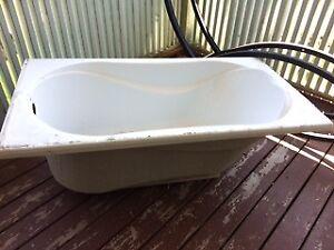 MAAX Soaker Tub