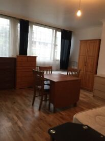 NICE TRIPLE ROOM FOR 3 PEOPLE OR COUPLE AVAILABLE NOW IN ROEHAMPTON ALL BILLS INC/210£PW