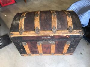 Beautiful vintage hump back trunk