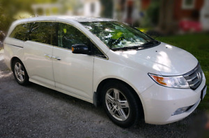 2013 Honda Odyssey Touring mini-van Leather Navigation