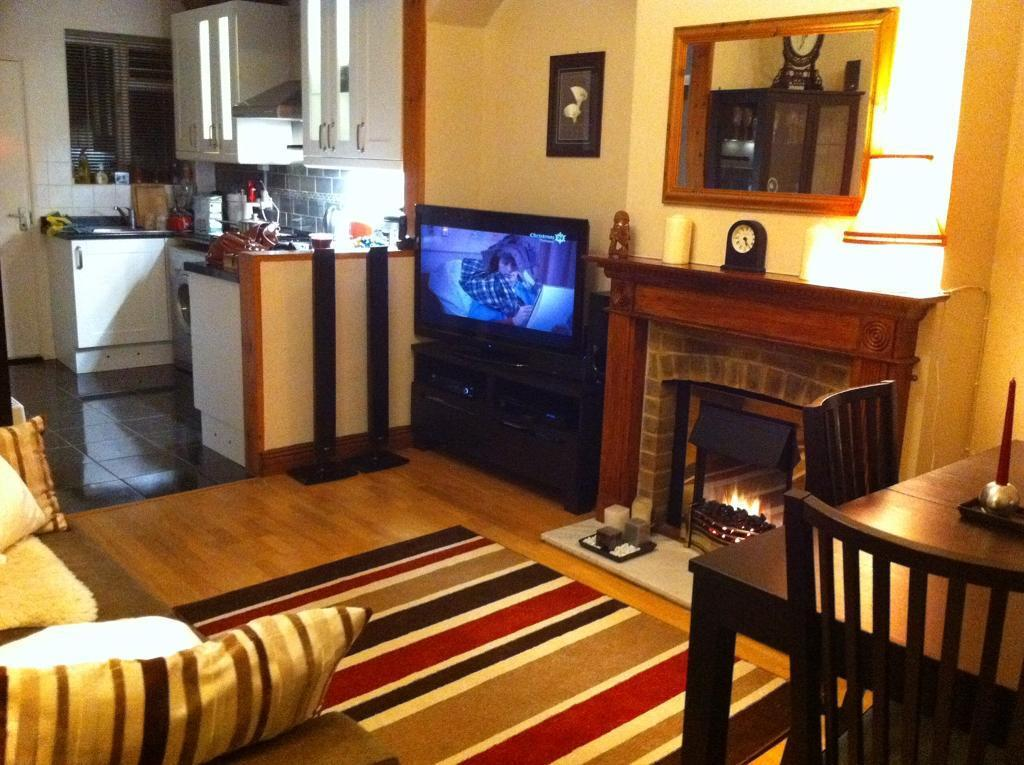Two Double bedroom house with Garden to let in North London N17