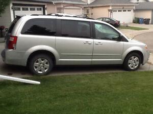 2008 Dodge Grand Caravan Minivan - stow n go