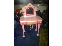 Girls pink dressing table