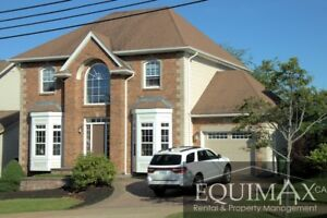 LARGE FAMILY HOME OFF LARRY UTECK CLOSE TO SHOPS/SCHOOLS/D'TOWN