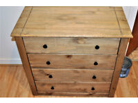 2 chest of drawers with 4 drawers.