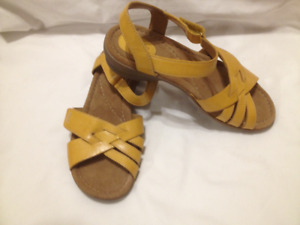New Clarks Artisan Maize Yellow Leather Sandals