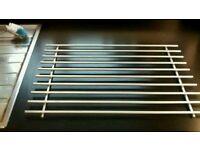 Heat-resistant metal pan stand