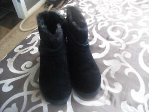 WOMENS BOOTS SIZE 11 IN NEW CONDITION!!!
