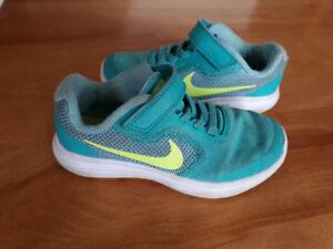 Souliers Nike pour fille gr 12