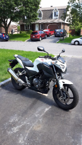 Moto HONDA CB 300 F blanche White Sports Bike Motorcycle