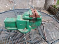 Woden engineers vice. The jaws are 4.5 inches wide and they will open to 7 inch,