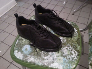Running shoes size 10