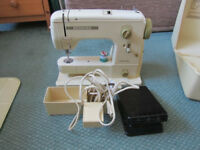 VINTAGE BERNINA SEWING MACHINE - WOULD SUIT A BEGINNER