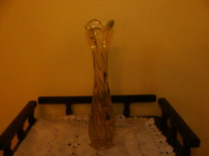 Joli vase à fleurs en verre souffle, couleur jaune