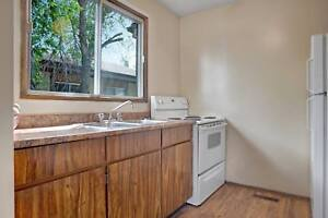 Beautiful 3BR Town House Available! Pet Friendly! Side Yard!