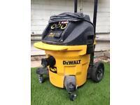 Dewalt DWV902M M-Class Dust Extractor 230v