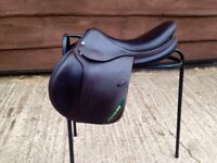 """Devoucoux Biarritz 2015 Jumping Saddle 18"""" Wide Brown"""