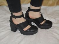 WOMENS NEW LOOK BLACK CHUNKY STRAP HEELS SIZE 5