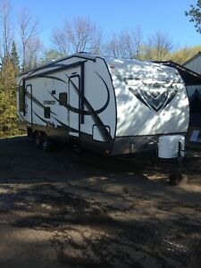 2014 keystone carbon 27ft  TOYHAULER first close offer takes it