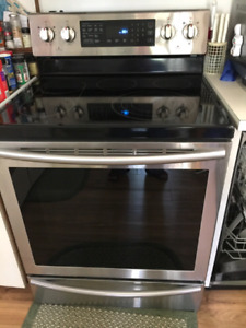 Almost new Samsung stove for sale