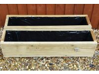 A PAIR OF 1METRE LONG, PROFESSIONALLY MADE, WOODEN GARDEN PLANTERS/POTS/TUBS/TROUGHS