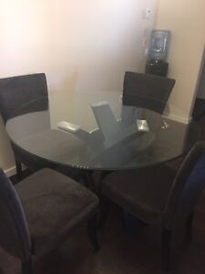 Very good conditon glass table & 4 chairs