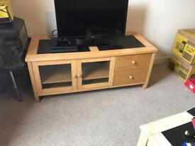 tv oak and granite top in excellent condition