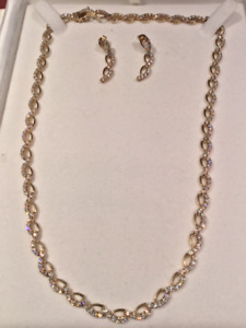 Stunning cubic zirconia gold necklace/earring set
