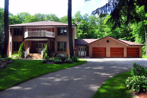 Spacious 4586Sf, 5+2 Bedroom, 3 Car Garage On 2 Private Aces
