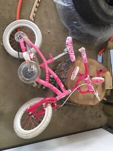 """Nice Hello kitty bike with support wheels 12"""" or 14"""""""