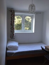 Small Single Room To Let In Town Center