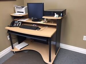 Computer Desk w/rolling wheels. Excellent condition