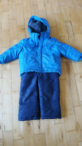 Kids snowsuit in great condition