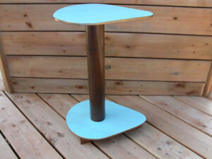Petite Table/Handy Small Table